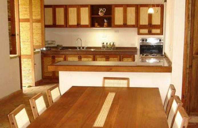 comedor y gabinetes de cocina